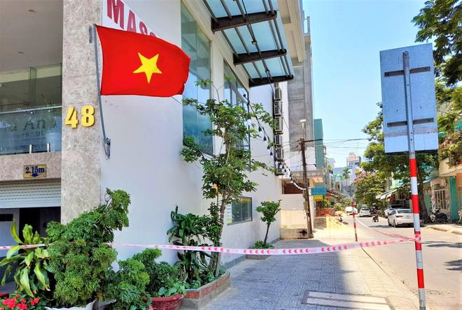 Nữ nhân viên massage dương tính với SARS-CoV-2 từng đi qua Hậu Giang, Cần Thơ và nhiều lần bắt Grab ra chợ, công viên - Ảnh 4.