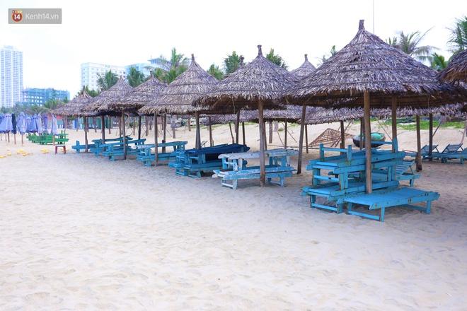 Ảnh: Bãi biển, khu vui chơi ở Đà Nẵng vắng bóng người trong ngày đầu siết chặt các biện pháp phòng, chống Covid-19 - ảnh 11