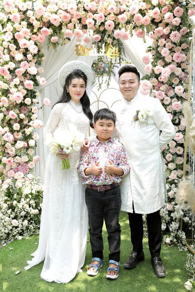 Vợ chồng ông Dũng lò vôi đi hỏi vợ cho con trai, khoảnh khắc nàng dâu hào môn thể hiện tình cảm với bà Phương Hằng gây chú ý - ảnh 12