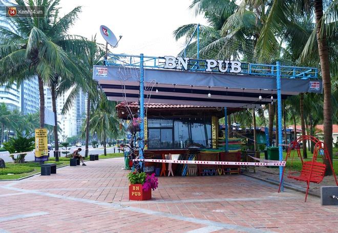 Ảnh: Bãi biển, khu vui chơi ở Đà Nẵng vắng bóng người trong ngày đầu siết chặt các biện pháp phòng, chống Covid-19 - ảnh 12
