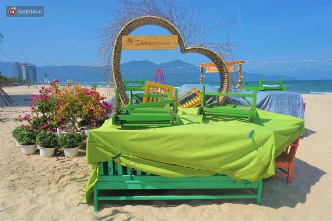 Ảnh: Bãi biển, khu vui chơi ở Đà Nẵng vắng bóng người trong ngày đầu siết chặt các biện pháp phòng, chống Covid-19 - ảnh 13