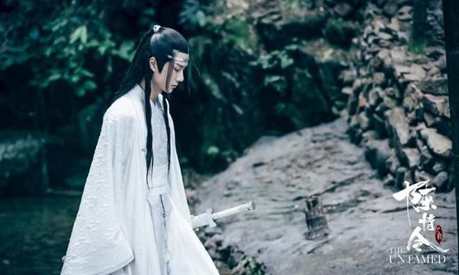 Fan khóc thét với tượng sáp Lam Vong Cơ (Vương Nhất Bác) như ông chú trung niên, nhìn còn hao hao Dạ Hoa nữa cơ! - ảnh 9