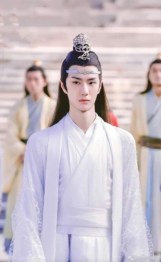 Fan khóc thét với tượng sáp Lam Vong Cơ (Vương Nhất Bác) như ông chú trung niên, nhìn còn hao hao Dạ Hoa nữa cơ! - ảnh 12