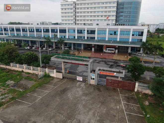 Ảnh: Cận cảnh phong tỏa, tiếp tế tại Bệnh viện Bệnh Nhiệt đới Trung ương cơ sở 2 - ảnh 4