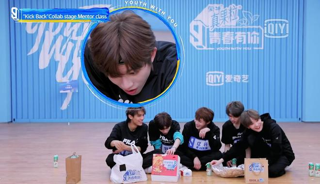 Netizen đồn đoán Lisa mua loạt hàng hiệu cả trăm triệu đồng cho học trò, tất cả bởi 1 lý do khó đỡ - ảnh 5