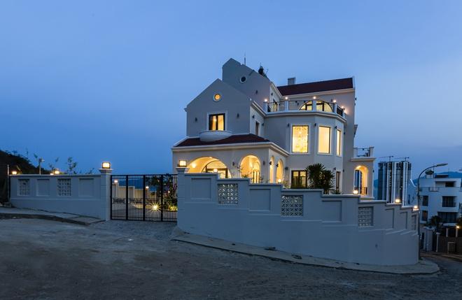 """Vợ chồng Hà Nội về Nha Trang """"tránh dịch"""", xây biệt thự hướng biển tuyệt đẹp trên mảnh đất 590m2 - Ảnh 2."""