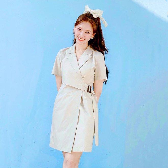 Để ý mới thấy Hari Won có 4 cách buộc tóc rất trẻ trung và xinh tươi, lý tưởng để nàng 30+ copy theo - ảnh 9