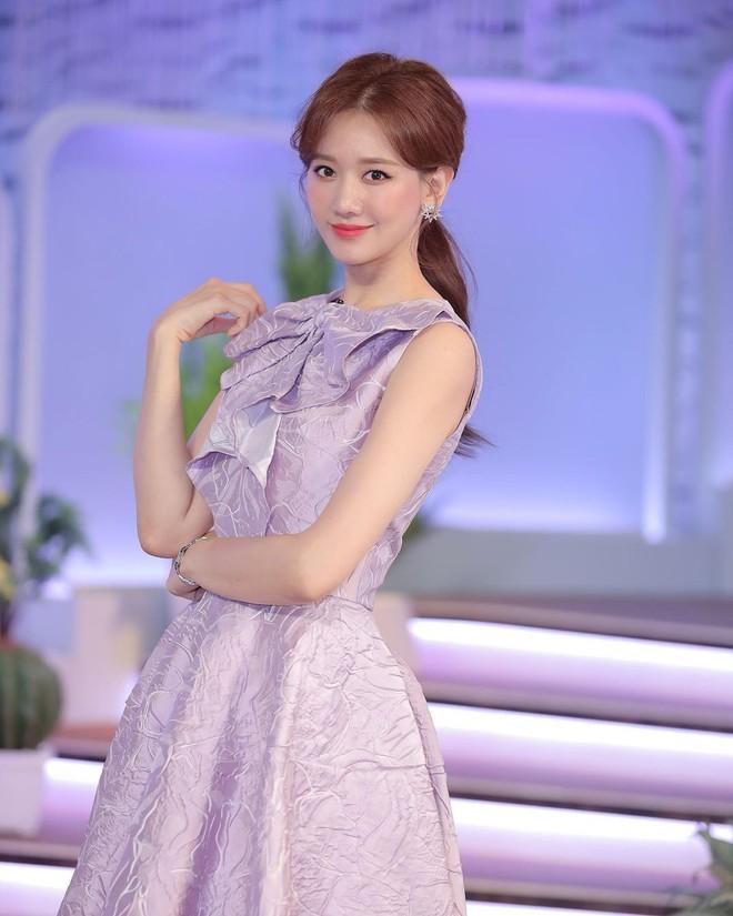 Để ý mới thấy Hari Won có 4 cách buộc tóc rất trẻ trung và xinh tươi, lý tưởng để nàng 30+ copy theo - ảnh 8
