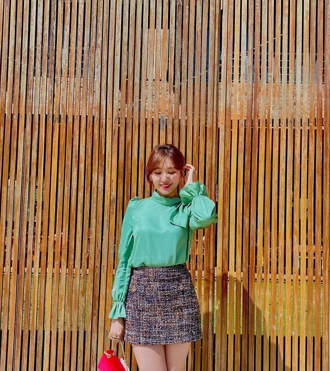 Để ý mới thấy Hari Won có 4 cách buộc tóc rất trẻ trung và xinh tươi, lý tưởng để nàng 30+ copy theo - ảnh 6