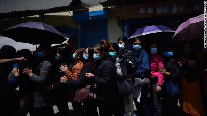 Nepal trên bờ vực trở thành một địa ngục Covid ngay bên cạnh Ấn Độ, thậm chí sẽ còn kinh khủng hơn nữa - ảnh 6