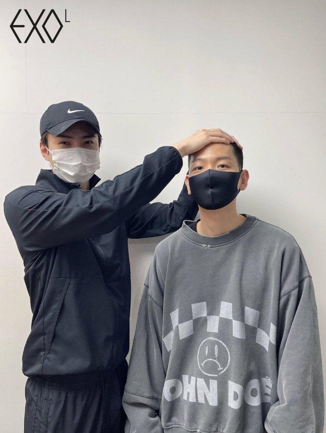 Hé lộ hình ảnh nhập ngũ đầu tiên của Baekhyun (EXO) vào hôm nay, body vạm vỡ lấp ló khiến fan gào thét không thôi - ảnh 7
