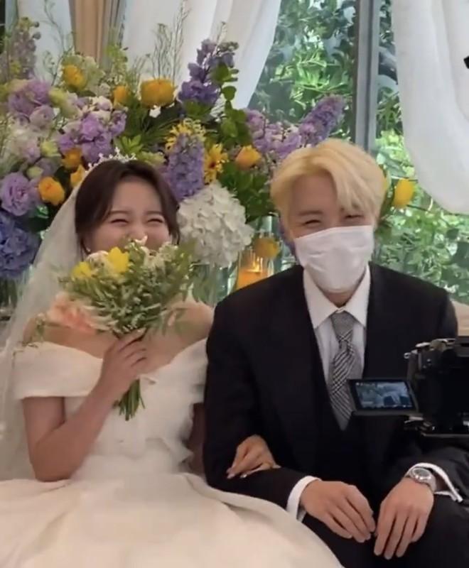 Đám cưới chị gái J-Hope: Dàn khách mời BTS visual đỉnh cao, riêng thành viên giàu nhất nhóm nhuộm tóc mới gây sốt - ảnh 1
