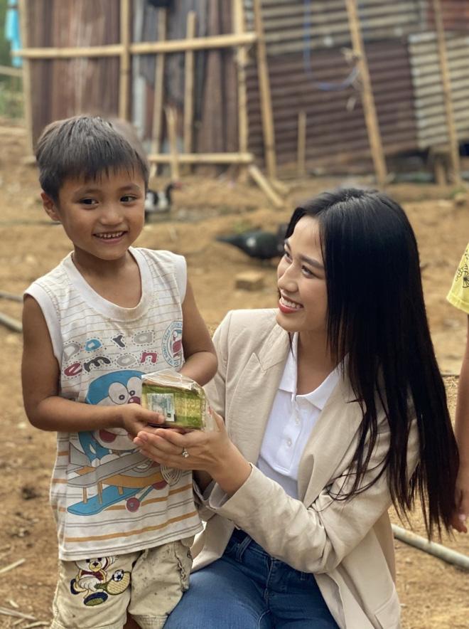 Mỹ Linh, Lương Thuỳ Linh xuất hiện trong clip khởi động Miss World 2021, Đỗ Hà chưa lên đường đã bị réo tên, còn có cả tín hiệu đáng mừng - ảnh 6