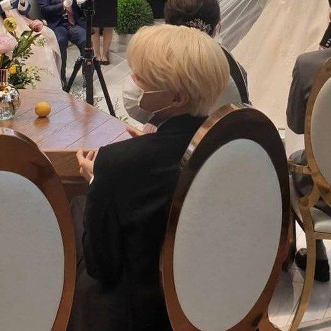 Đám cưới chị gái J-Hope: Dàn khách mời BTS visual đỉnh cao, riêng thành viên giàu nhất nhóm nhuộm tóc mới gây sốt - ảnh 6
