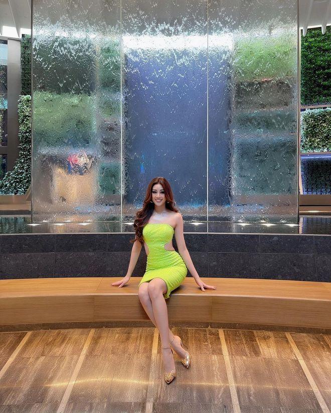 Khánh Vân chặt chém hội chị em Miss Universe bằng bộ đầm khoét xẻ tưng bừng, tụt cân thấy rõ nhưng vẫn quá rạng ngời - ảnh 10