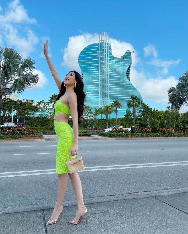 Khánh Vân chặt chém hội chị em Miss Universe bằng bộ đầm khoét xẻ tưng bừng, tụt cân thấy rõ nhưng vẫn quá rạng ngời - ảnh 9