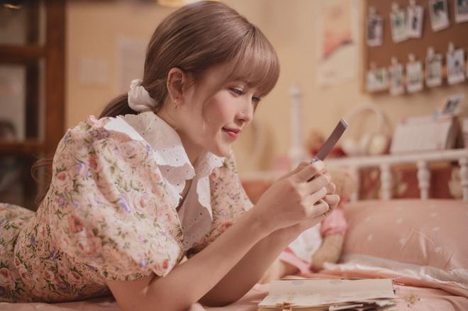 Thiều Bảo Trâm diện toàn váy hoa xinh ngất trong MV mới, bỏ vài ba trăm là bạn sắm được váy xinh ngang ngửa - ảnh 4