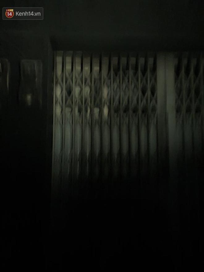 Ám ảnh trong căn nhà cháy khiến 7 người tử vong, trong đó có cô giáo và các em nhỏ: Đồ đạc ám khói đen, xe máy trơ khung - ảnh 11