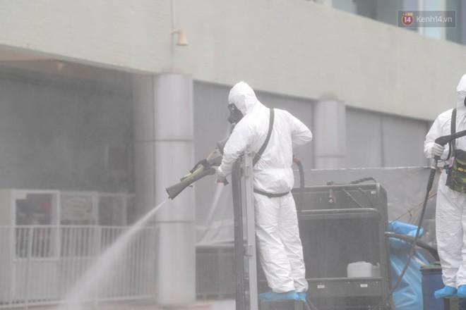 Ảnh: Hơn 1km tuyến đường ven bệnh viện với hơn 6,6 hecta viện K Tân Triều được phun khử khuẩn, tiêu độc - ảnh 15