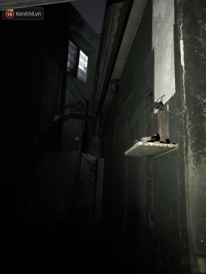 Ám ảnh trong căn nhà cháy khiến 7 người tử vong, trong đó có cô giáo và các em nhỏ: Đồ đạc ám khói đen, xe máy trơ khung - ảnh 12