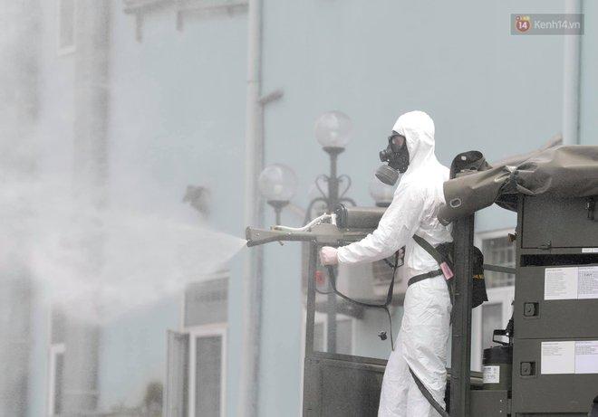 Ảnh: Hơn 1km tuyến đường ven bệnh viện với hơn 6,6 hecta viện K Tân Triều được phun khử khuẩn, tiêu độc - ảnh 14