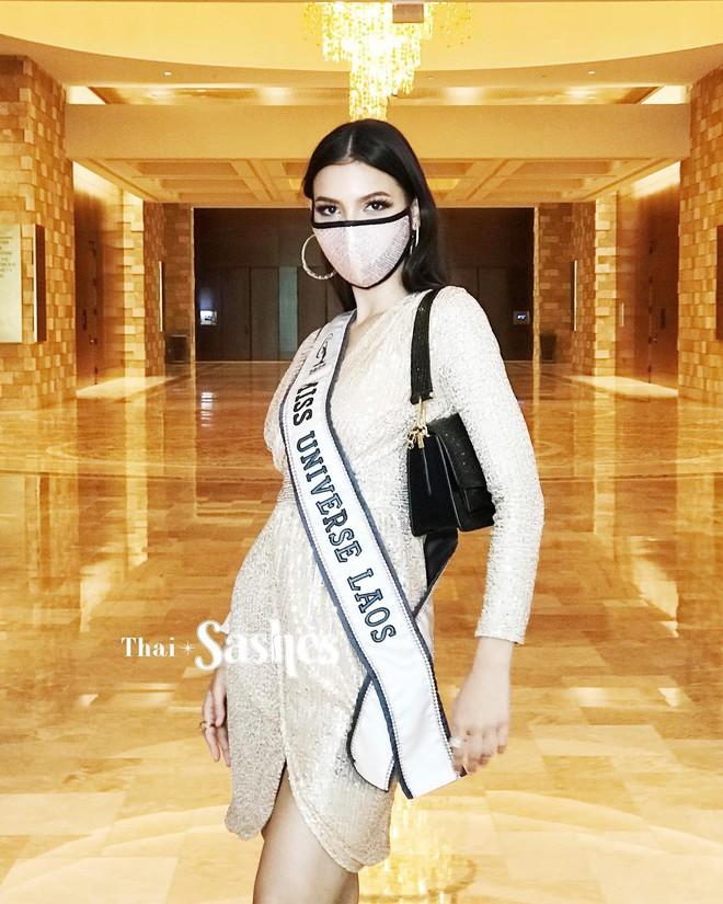 """Netizen thất vọng vì chủ nhà Mỹ tại Miss Universe đi dép bệt lộ diện kém đầu tư, Khánh Vân cùng dàn đối thủ chào sân"""" cực căng! - ảnh 10"""