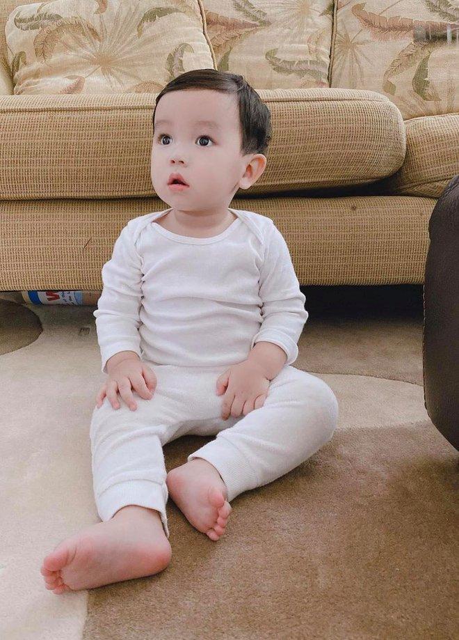 """Phạm Hương tung ảnh quý tử lúc 4 tháng tuổi, H'Hen Niê và bạn gái Phillip Nguyễn """"nhanh như chớp"""" bình luận điều này! - Ảnh 6."""
