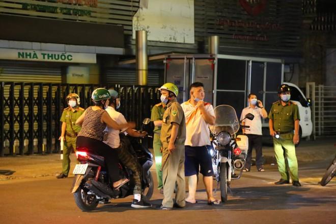 Cháy nhà ở Sài Gòn, 7 người mắc kẹt, tử vong thương tâm - Ảnh 5.