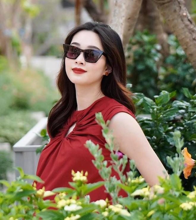 Hoa hậu tiết kiệm nhất Vbiz hẳn là Đặng Thu Thảo: Nàng dâu nhà hào môn chỉ mải mê diện đồ cũ mãi không chán - ảnh 4
