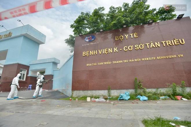 Ảnh: Hơn 1km tuyến đường ven bệnh viện với hơn 6,6 hecta viện K Tân Triều được phun khử khuẩn, tiêu độc - Ảnh 2.