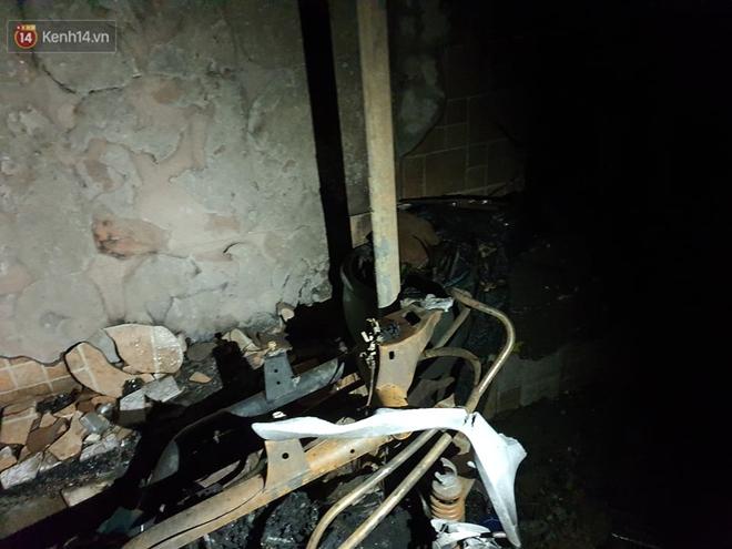 Ám ảnh trong căn nhà cháy khiến 7 người tử vong, trong đó có cô giáo và các em nhỏ: Đồ đạc ám khói đen, xe máy trơ khung - ảnh 6
