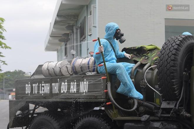 Ảnh: Hơn 1km tuyến đường ven bệnh viện với hơn 6,6 hecta viện K Tân Triều được phun khử khuẩn, tiêu độc - ảnh 7