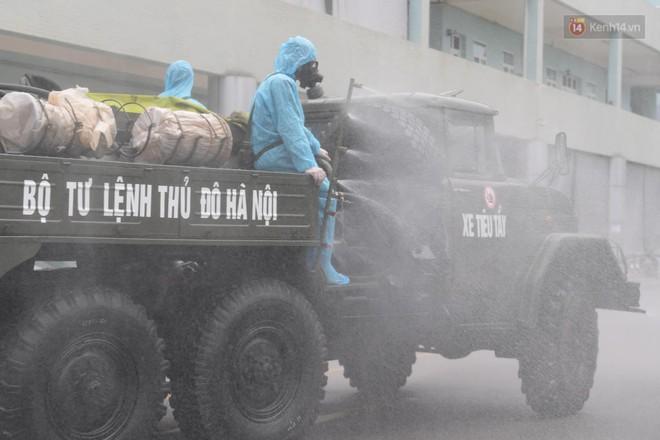 Ảnh: Hơn 1km tuyến đường ven bệnh viện với hơn 6,6 hecta viện K Tân Triều được phun khử khuẩn, tiêu độc - ảnh 8