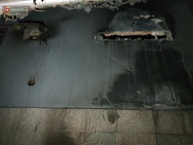 Ám ảnh trong căn nhà cháy khiến 7 người tử vong, trong đó có cô giáo và các em nhỏ: Đồ đạc ám khói đen, xe máy trơ khung - ảnh 8