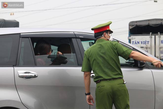 Vĩnh Phúc: Lập chốt kiểm soát gắt gao, nhiều người và phương tiện không được vào thành phố sau quyết định giãn cách - ảnh 11