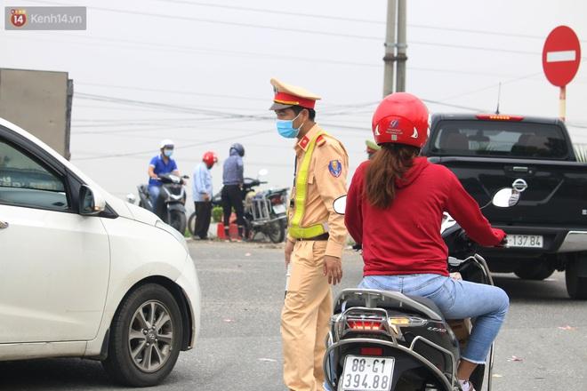 Vĩnh Phúc: Lập chốt kiểm soát gắt gao, nhiều người và phương tiện không được vào thành phố sau quyết định giãn cách - ảnh 15