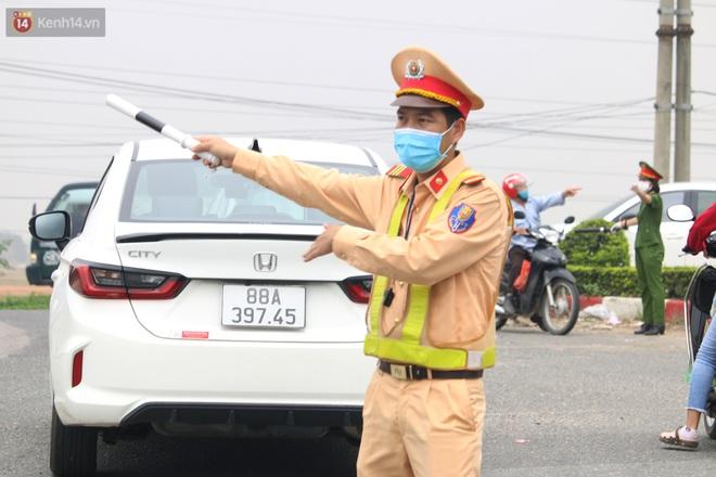 Vĩnh Phúc: Lập chốt kiểm soát gắt gao, nhiều người và phương tiện không được vào thành phố sau quyết định giãn cách - ảnh 5