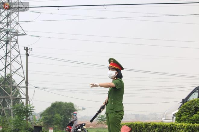 Vĩnh Phúc: Lập chốt kiểm soát gắt gao, nhiều người và phương tiện không được vào thành phố sau quyết định giãn cách - ảnh 14