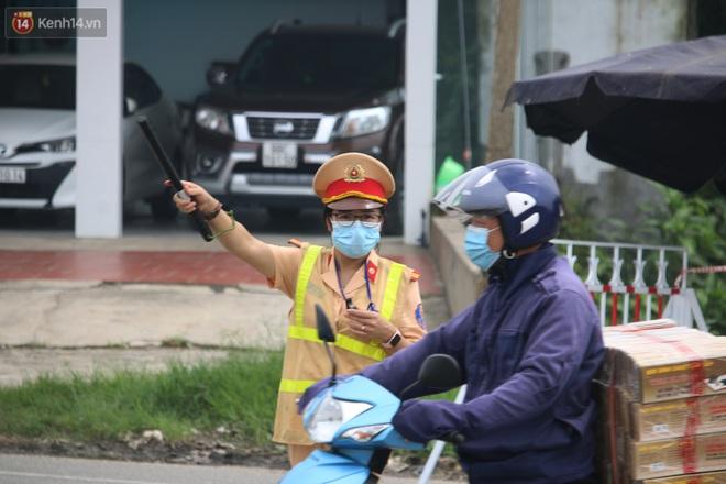 Vĩnh Phúc: Lập chốt kiểm soát gắt gao, nhiều người và phương tiện không được vào thành phố sau quyết định giãn cách - ảnh 10