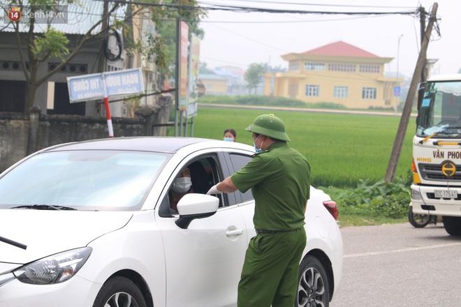 Vĩnh Phúc: Lập chốt kiểm soát gắt gao, nhiều người và phương tiện không được vào thành phố sau quyết định giãn cách - ảnh 8