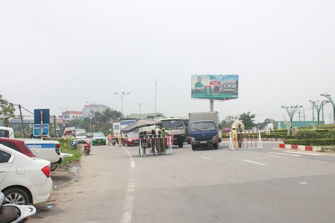 Vĩnh Phúc: Lập chốt kiểm soát gắt gao, nhiều người và phương tiện không được vào thành phố sau quyết định giãn cách - ảnh 1