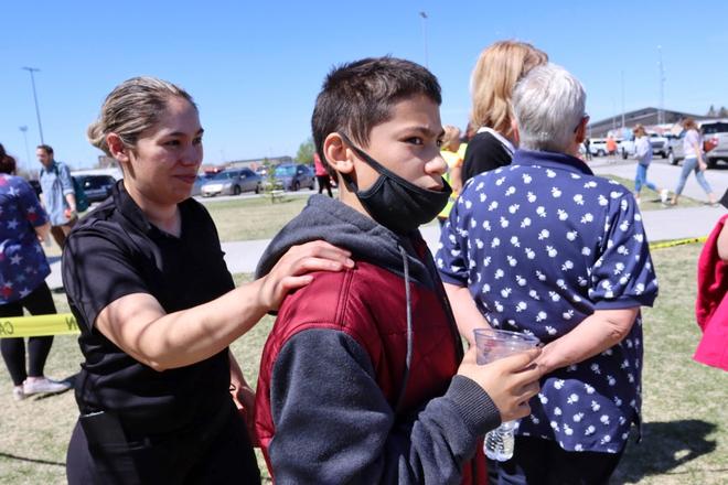 Nữ sinh lớp 6 mang súng bắn bạn học và bảo vệ khiến toàn trường náo loạn, học sinh la hét bỏ chạy, cảnh sát vào cuộc điều tra - ảnh 6