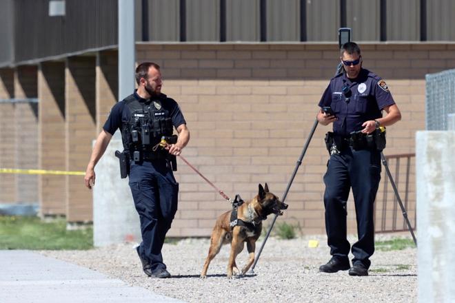 Nữ sinh lớp 6 mang súng bắn bạn học và bảo vệ khiến toàn trường náo loạn, học sinh la hét bỏ chạy, cảnh sát vào cuộc điều tra - ảnh 2