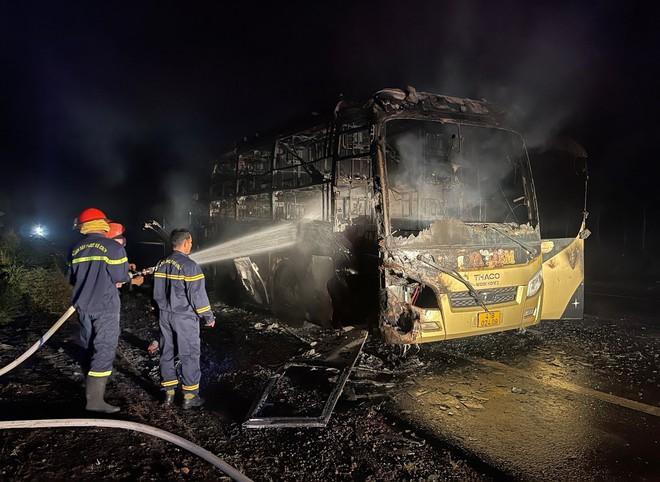 Đắk Nông: Xe khách bốc cháy dữ dội trong đêm - ảnh 2
