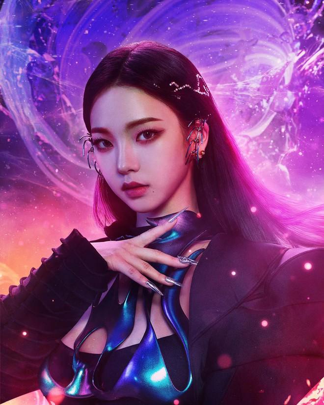 Karina mở màn teaser comeback của aespa: Visual, concept sang-xịn-mịn, nhưng sao đôi dép trông như... của bà ngoại thế này? - ảnh 1