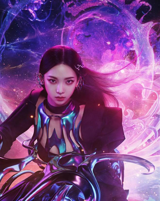 Karina mở màn teaser comeback của aespa: Visual, concept sang-xịn-mịn, nhưng sao đôi dép trông như... của bà ngoại thế này? - ảnh 2