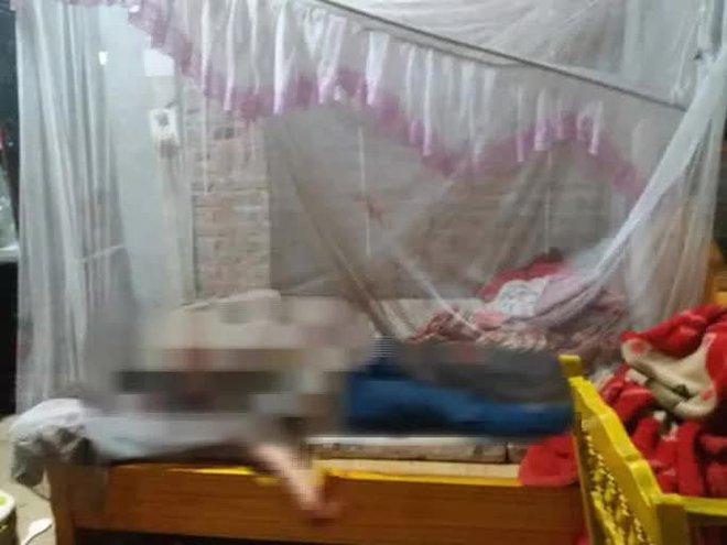 Chồng ra khỏi nhà với vết máu trên người, vợ tử vong trên giường - ảnh 1