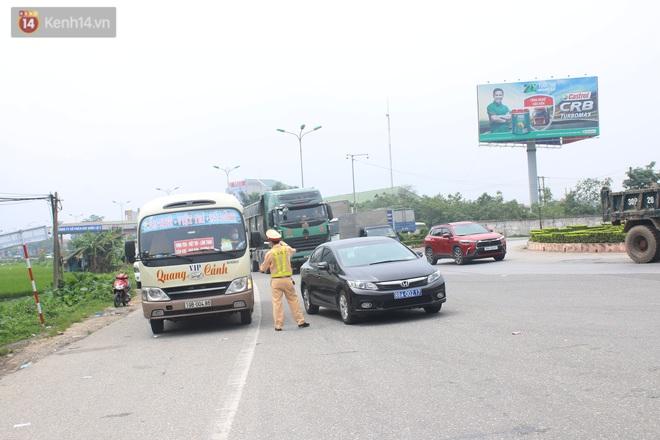 Vĩnh Phúc: Lập chốt kiểm soát gắt gao, nhiều người và phương tiện không được vào thành phố sau quyết định giãn cách - ảnh 18