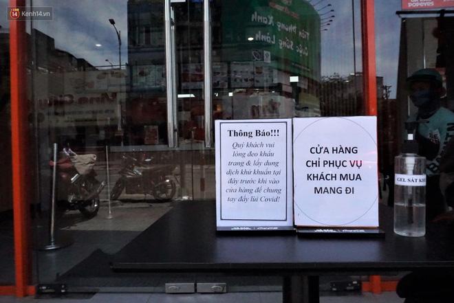 Chưa đến giờ G, nhiều hàng quán ở Đà Nẵng đã chủ động đóng cửa sớm để phòng dịch Covid-19 - ảnh 3