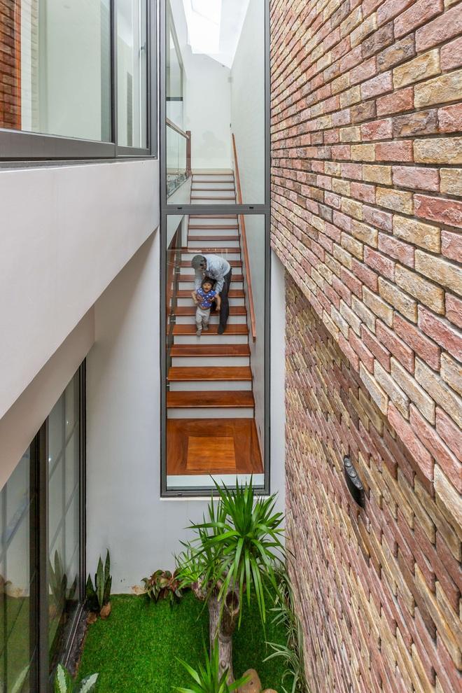 Vợ chồng 9X xây ngôi nhà lấy cảm hứng từ nhà rông và kiến trúc Pháp, riêng vật liệu phải lặn lội xuống Đồng Nai mua về - Ảnh 9.